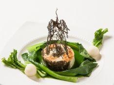 モズクと活帆立貝のムース