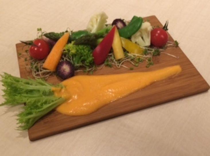 色々野菜の菜園風サラダ サルモレホのドレッシング仕立て