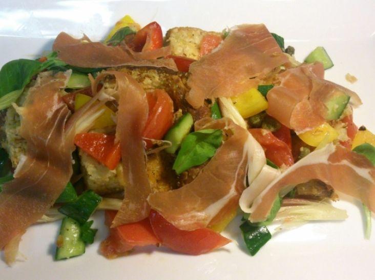 ライ麦パンと夏野菜のフィレンツェ風パンのサラダ