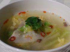 四川風泡菜と豚バラ肉の卵とじスープ