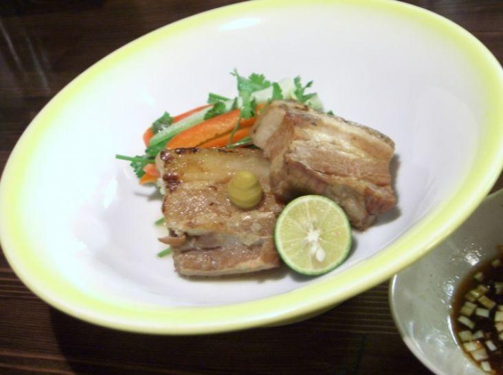 皮付き豚バラ肉の桜煮 ・・・ガーリックおろしポン酢を添えて