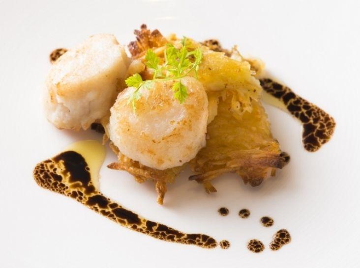 ホタテ貝柱のソテー ジャガイモのガレット バルサミコソース
