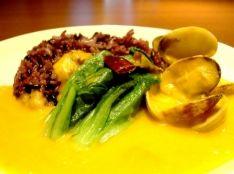 アサリとサラダ菜のイエローカレー