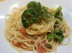 トマトとブロッコリーのペペロンチーノ