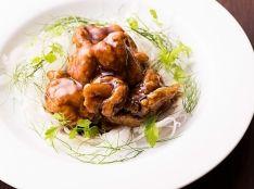 鶏の唐揚げ黒酢炒め 清々しいセルフィーユとディルの香り