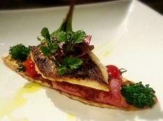 春魚のポワレ 筍と菜の花のベーコン巻