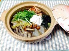 鶏手羽とキノコの甘酒鍋