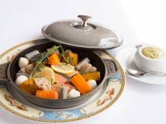 秋鮭と根菜の蒸し煮 ハーブマヨネーズ添え