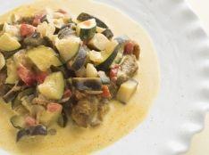 鶏もも肉のソテー 夏野菜カレーソース