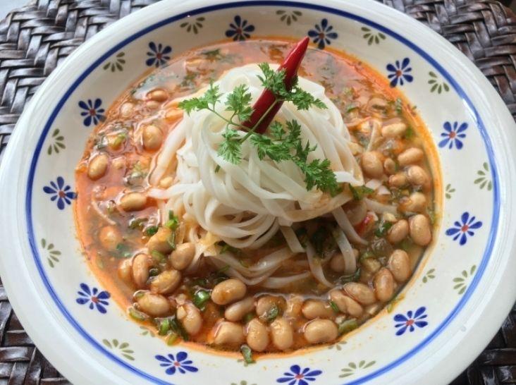 「ペーボウッヒン・カウスエ」ミャンマー風納豆担々麺