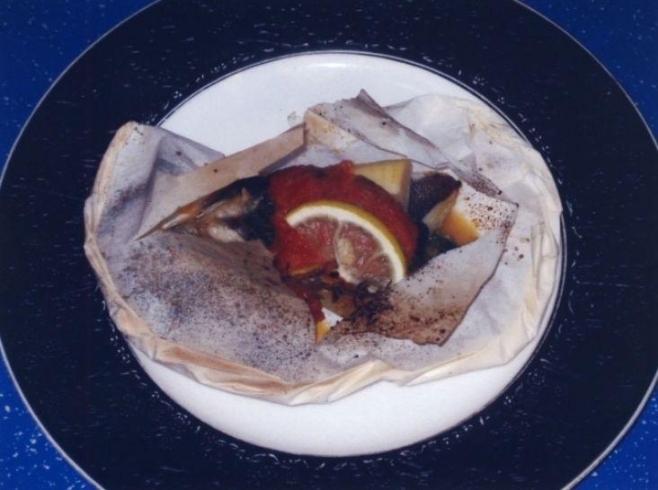 黒めばると山菜の紙包み焼き