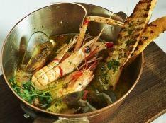 Zuppa di pesce ヴィアレッジョ風魚介のスープ