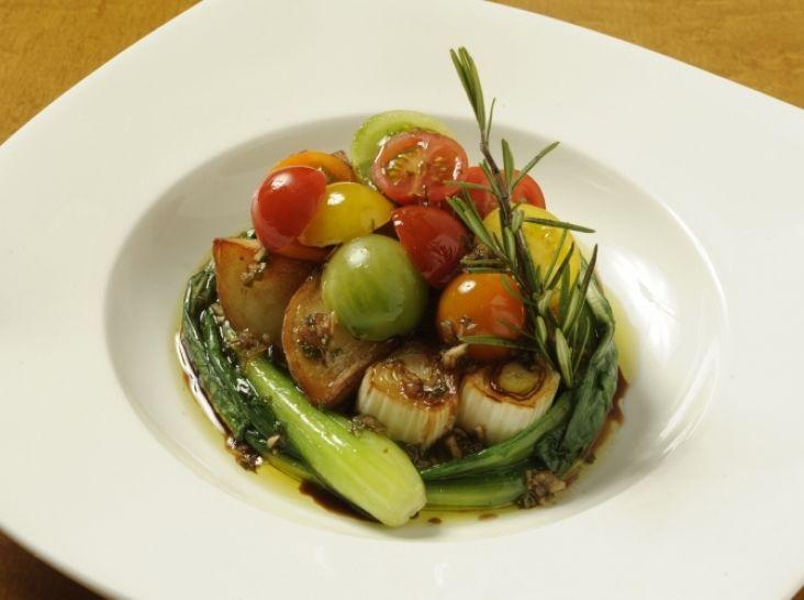 グリル野菜とフレッシュトマトのマリネサラダ