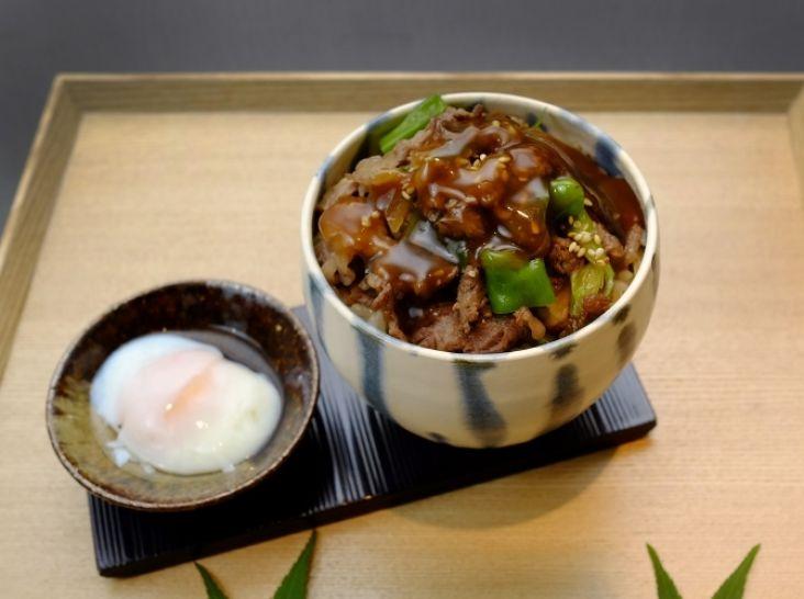 海の幸・山の恵の丼物二種 「和牛照り焼丼」