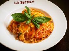 トマトソースのスパゲティ モッツァレラチーズ入り