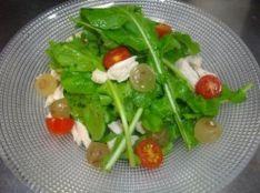 丸鶏がらスープのドレッシング ~鶏肉とブドウのサラダ~