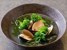 蛤・わかめ・菜花のスープ