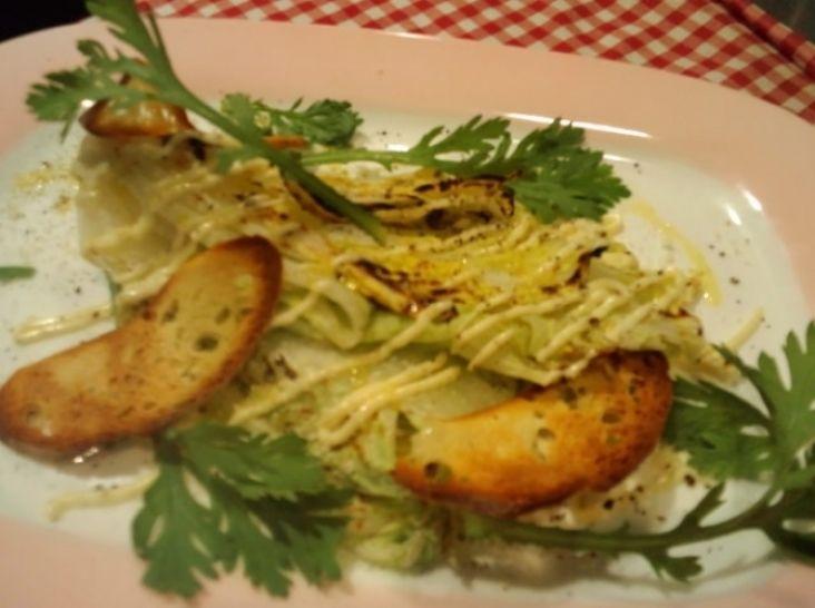 黄芯白菜のグリルと春菊のホットシーザーサラダ