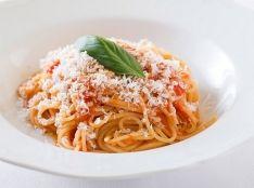 フルーツトマトスパゲティーニ リコッタサラータとバジリコがけ