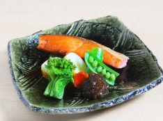 鮭の香り焼き 旬野菜とわさび海苔添え