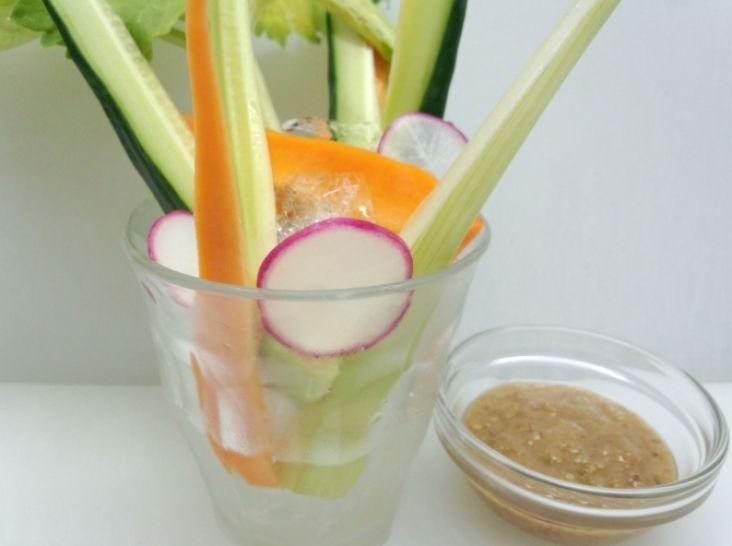 スティックサラダ 万能かつお調味料を添えて。