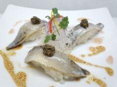 イワシの酢漬け タップナードをのせた創作寿司