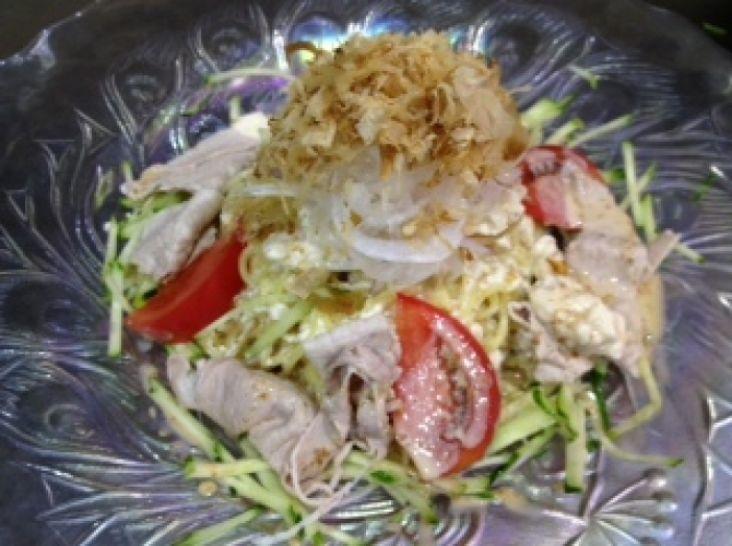 鰹節を使った豚しゃぶ和風冷麺