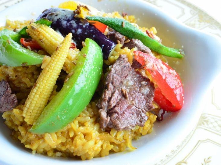 夏野菜と牛肉のスパイシーカレー風ライスグラタン