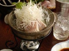 麻辣醤入り・ガーリックおろしポン酢で食べる、カスベの桜香鍋