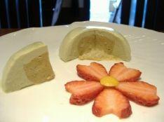 煎茶と黒糖クリームのパンナコッタ・桜イチゴ