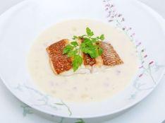 魚のポワレ カリフラワーのスープ仕立て