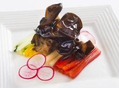 きくらげと彩り野菜の冷菜 黒酢ソース