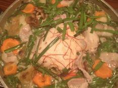 野菜たっぷりヘルシー!丸鶏の白湯スープ鍋