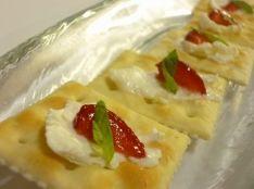 イチゴとカルピスクリームチーズのクラッカー