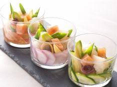 サーモンと帆立のマリネを季節野菜と共にグラスにとじこめて