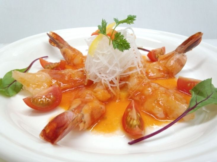 中華風の海老カルパッチョ 冷し生エビチリ