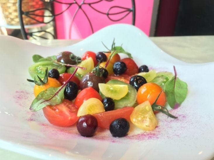 カラープチトマトとブルーベリーのサラダ ハニービネガーソース