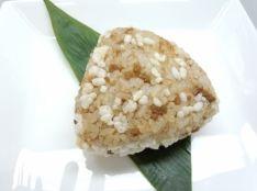 ガリッガリッの新食感おにぎり!鰹節の旨味と中華の甘味仕上げ