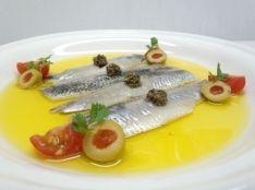 スペインのバル定番! いわしの酢漬け オリーブ3種を使って。