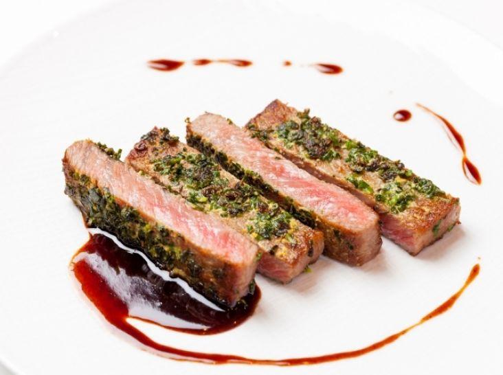 博多和牛ロースのステーキ青ねぎ風味 バルサミコソース