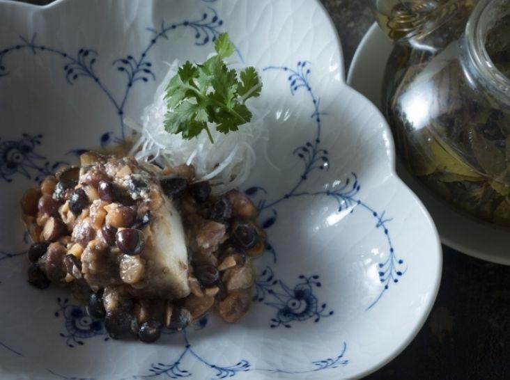 新鮮魚の発酵黒豆蒸し