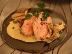 仔牛のモモ肉ポアレ、キノコのクリームソース