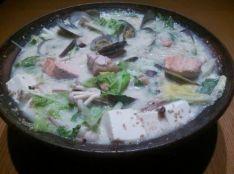 浅利と鮭、若鶏の野菜たっぷり大豆イソフラボン鍋