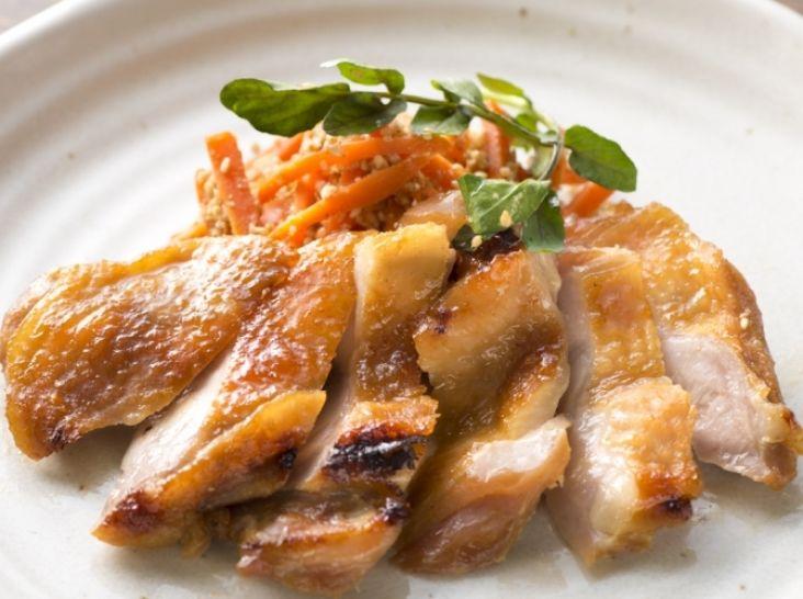 鶏肉の味噌漬け焼き 人参のゴマ和え添え