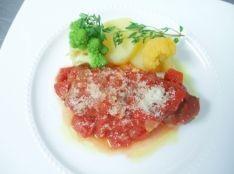 牛肩ロースのインボルティーニ 赤ワイン風味のトマト煮