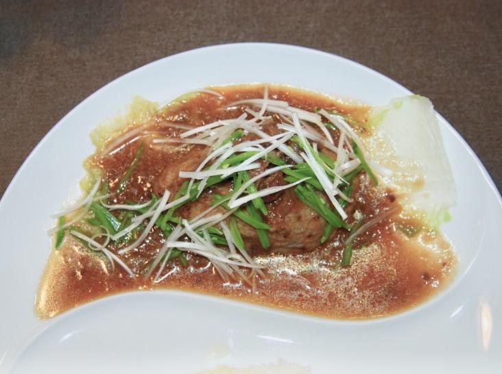 赤芽芋のイタリアンフリット・和牛&フルーツソース添え