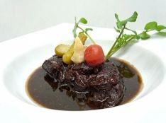 牛肉の赤ワインとフォンドボー煮込み 西洋ワサビと共に。