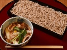 蕎麦屋直伝 揚げ玉ときのこのつけ汁そば