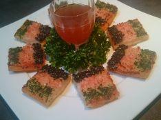 海老のすり身の揚げトースト 赤甘酢添え
