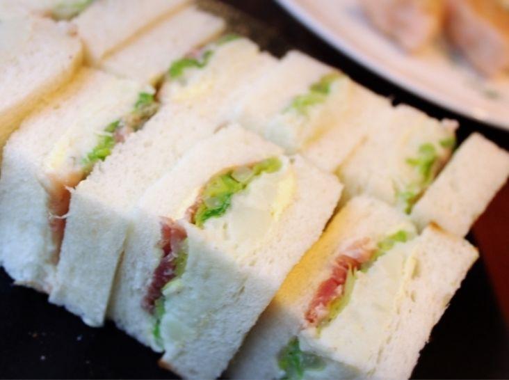春キャベツ、生ハム、ゴルゴンゾーラのサンドイッチ